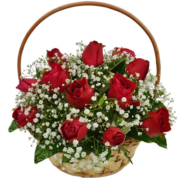 Cesta com 12 rosas vermelhas