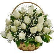 Cesta com 24 rosas brancas