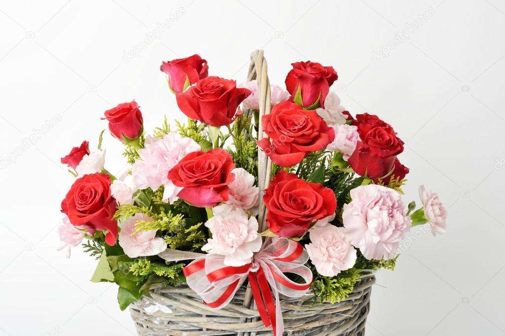 Cesta de Rosas Vermelhas e Cor de Rosa 18