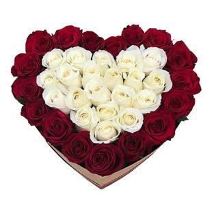 Coração de Rosas Vermelhas e Brancas